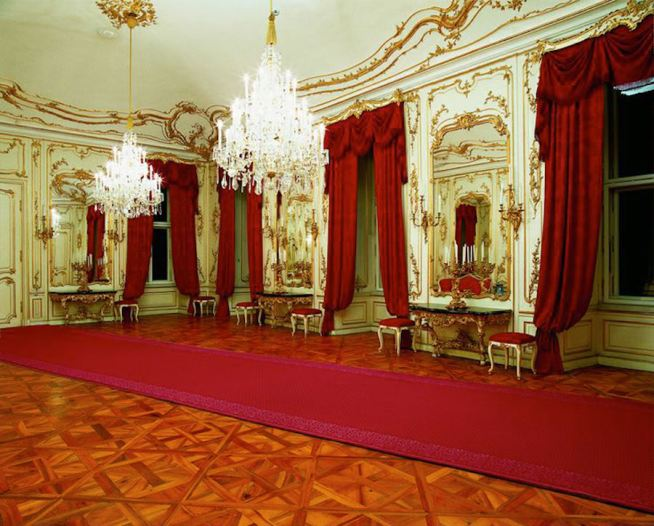 schonbrunn-palace-mirrors-room