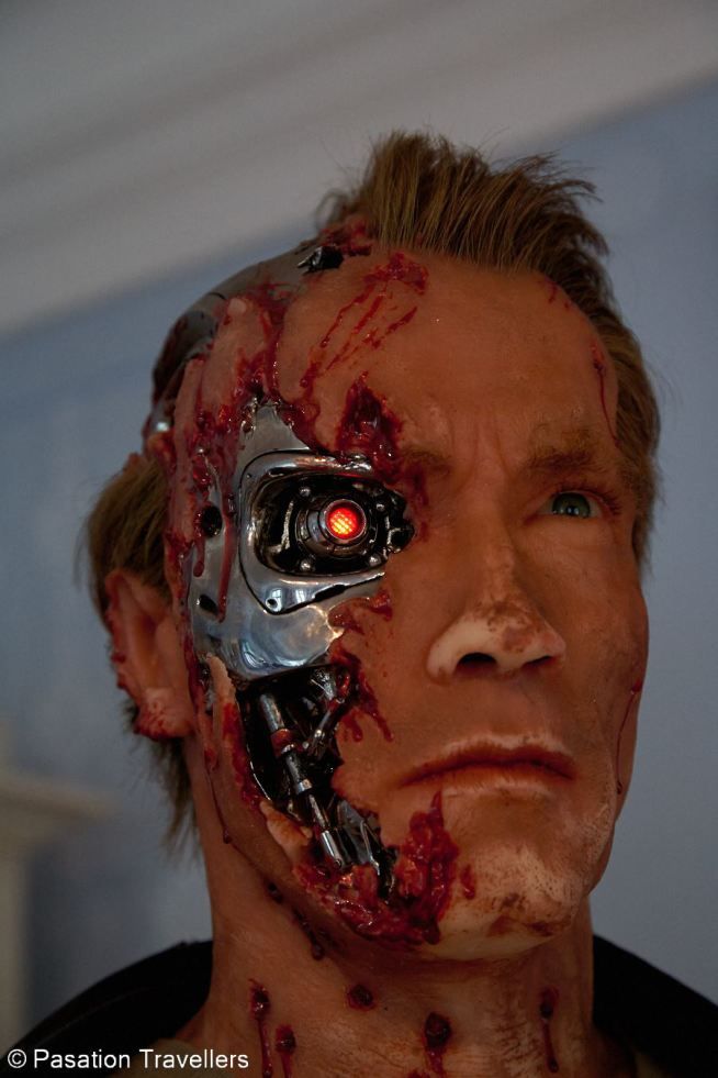 arnold-schwarzenegger-museum-battle-damaged-T-800-from-T2