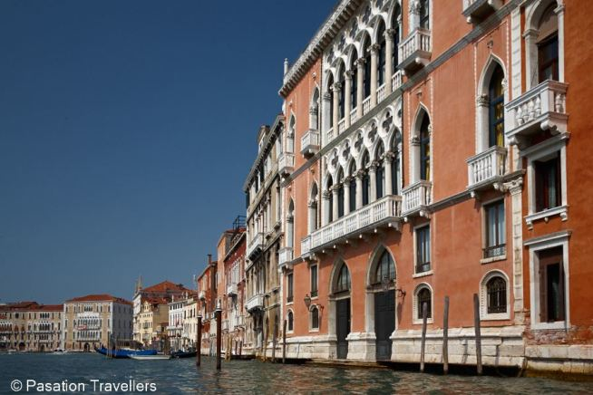 venice-gondola-view-historic-building